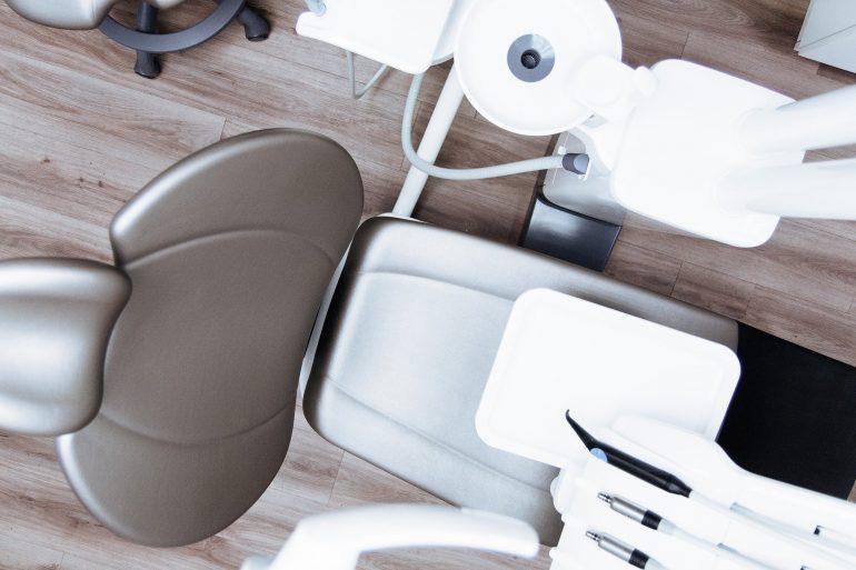 chair-2589771_1920